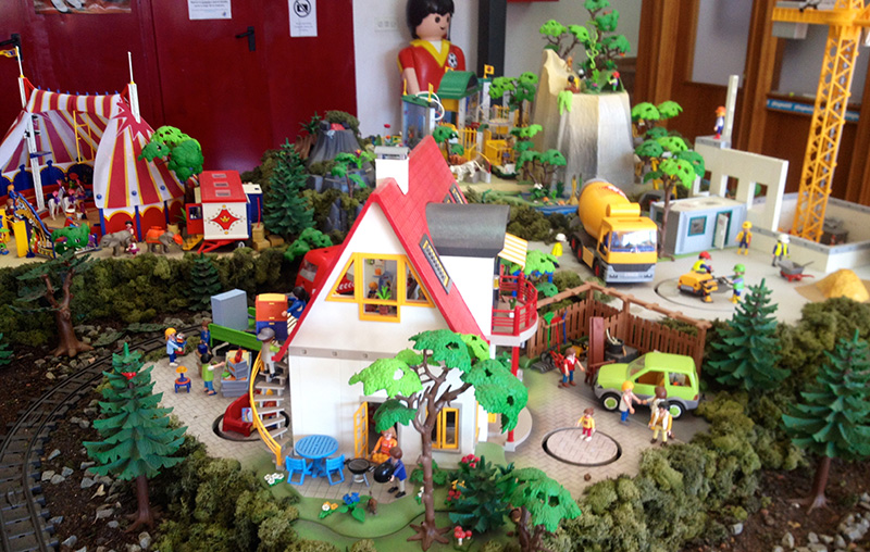 La visita a la fábrica de playmobil es ideal para los que viajan con niños.