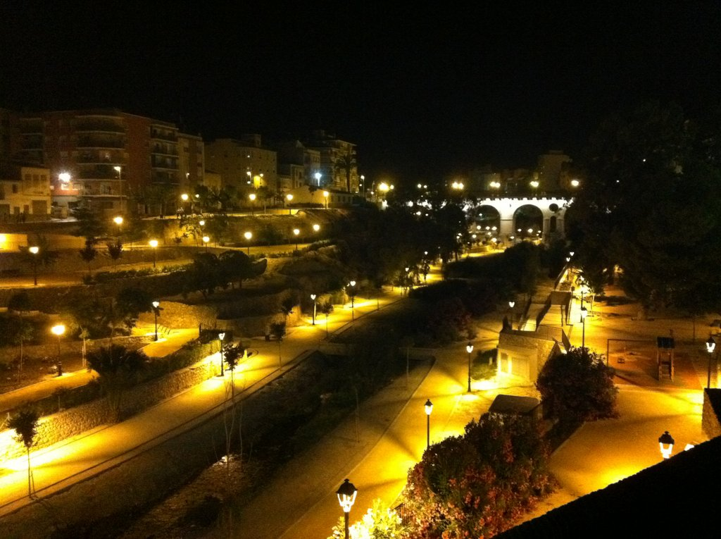Río Amadorio por la noche