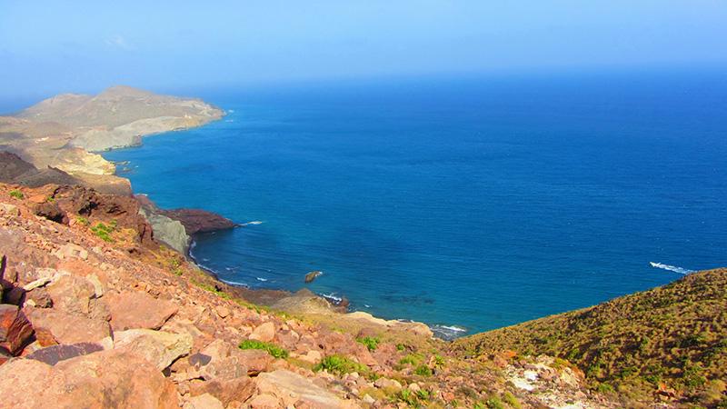 El espectacular contraste desértico del parque natural del Cabo de Gata en Almería.