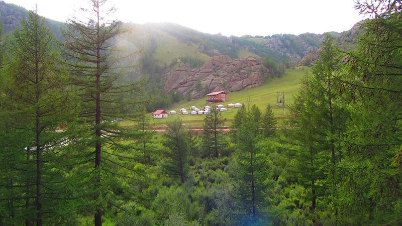 Vista de nuestro Gercamp (campamento de Yurtas) en el parque Nacional de Gorkhi - Terelj