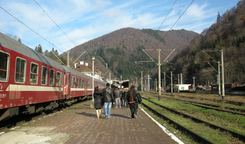 Nuestra llegada a la estación de tren de Sinaia.