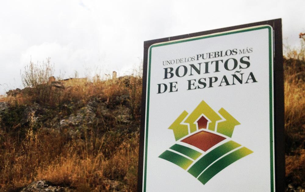 Cartel anunciador de Pedraza, uno de los pueblos 'más bonitos de España'.