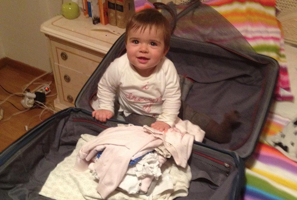 Es importante hacer bien la maleta para ir a París en invierno con un bebé.