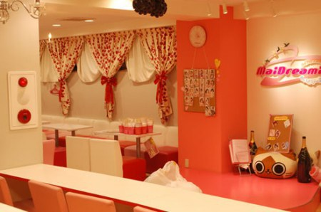 Interior del Maid cafe Maidreamin3 de Tokio.