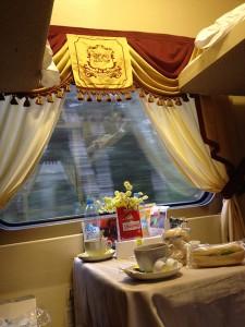 Desayuno en el tren Flecha Roja de San Petersburgo a Moscú.