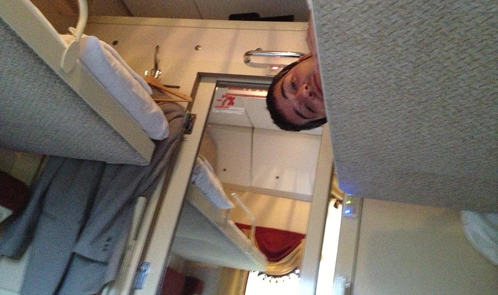 Litera superior del compartimento del tren Flecha Roja de San Petersburgo a Moscú.