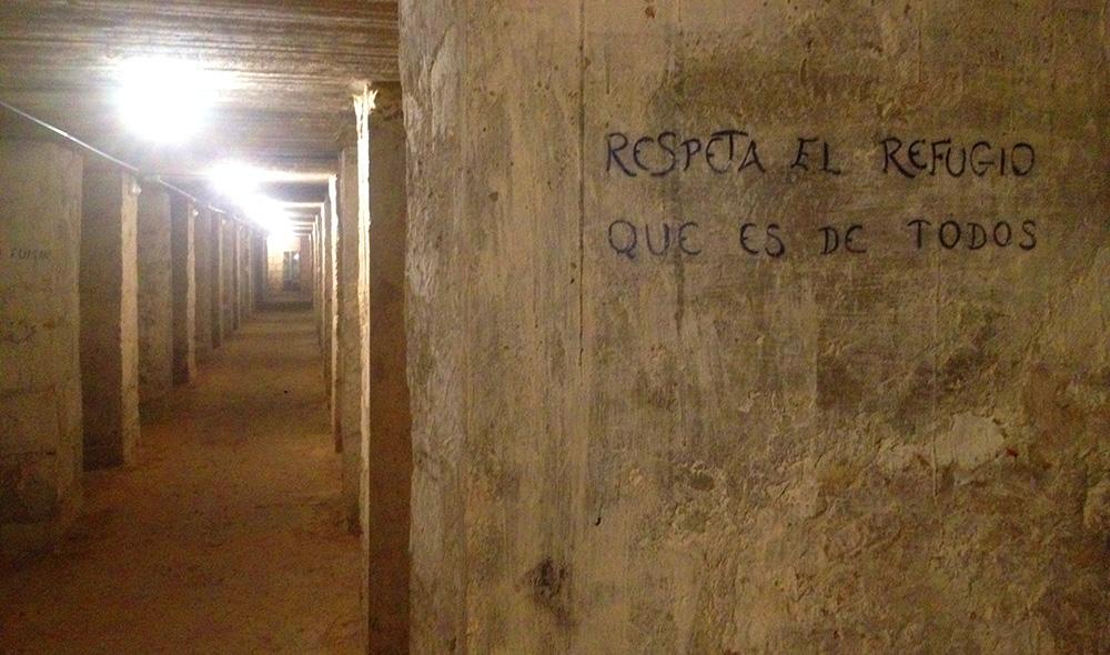 Interior del refugio de la Guerra Civil de la Plaza de Séneca de Alicante.