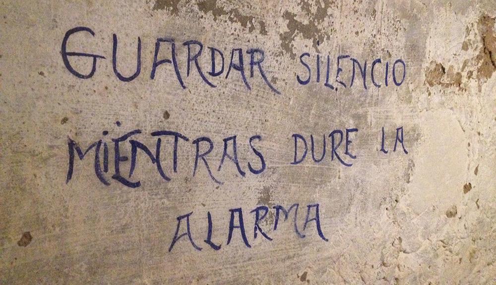 Inscripción en el nterior del refugio de la Guerra Civil de la Plaza de Séneca de Alicante.