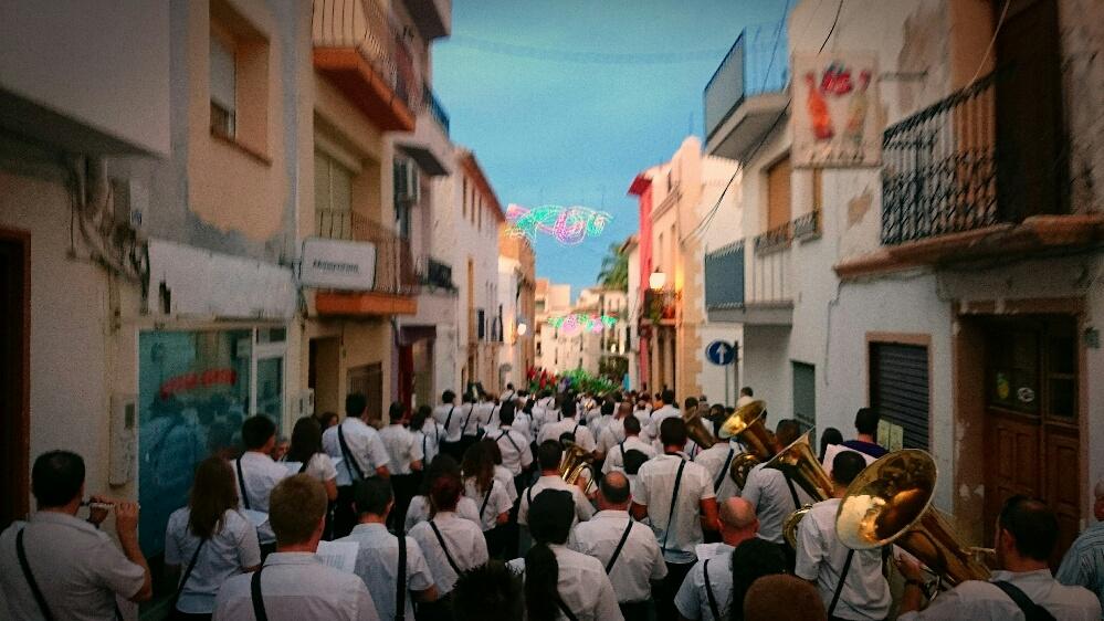 Las bandas de música se dirigen a la plaza Mayor de la Nucía