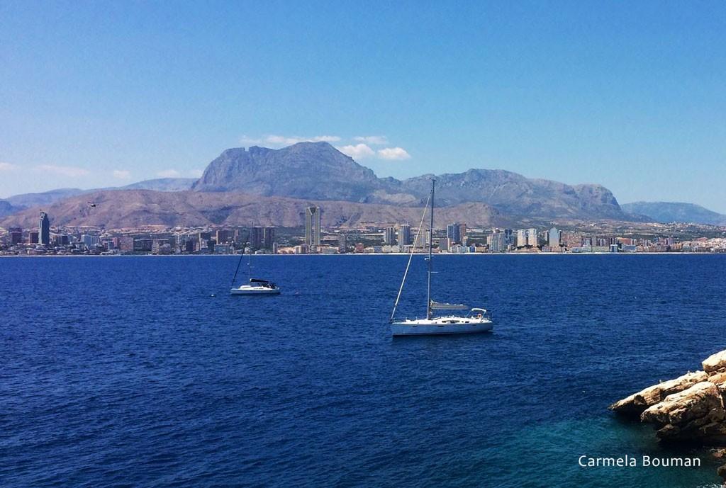 Puig Campana desde el Mar (Foto de Carmela Bouman)
