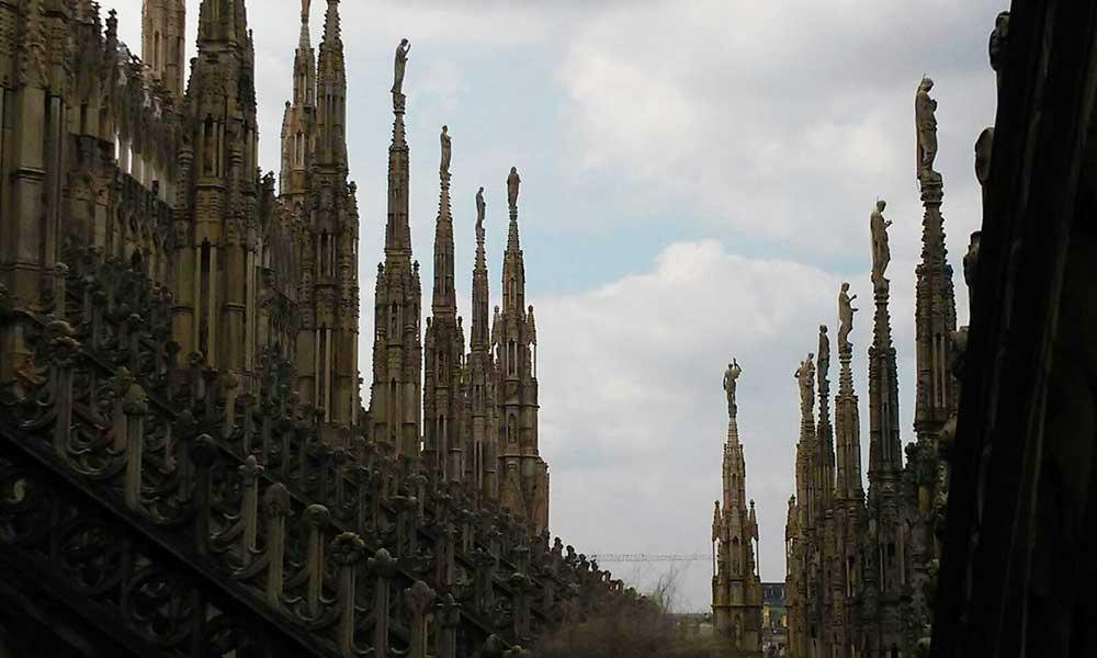 El cielo de Milán visto desde la terraza del Duomo.
