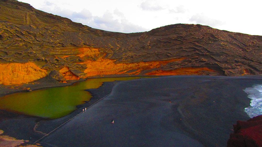 El Lago Verde en el Parque Nacional de Timanfaya en lanzarote.