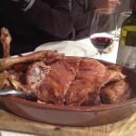 Judiones, cordero, cochinillo y embutido en el Real Sitio de lLa Granja de San Ildefonso, en Segovia.