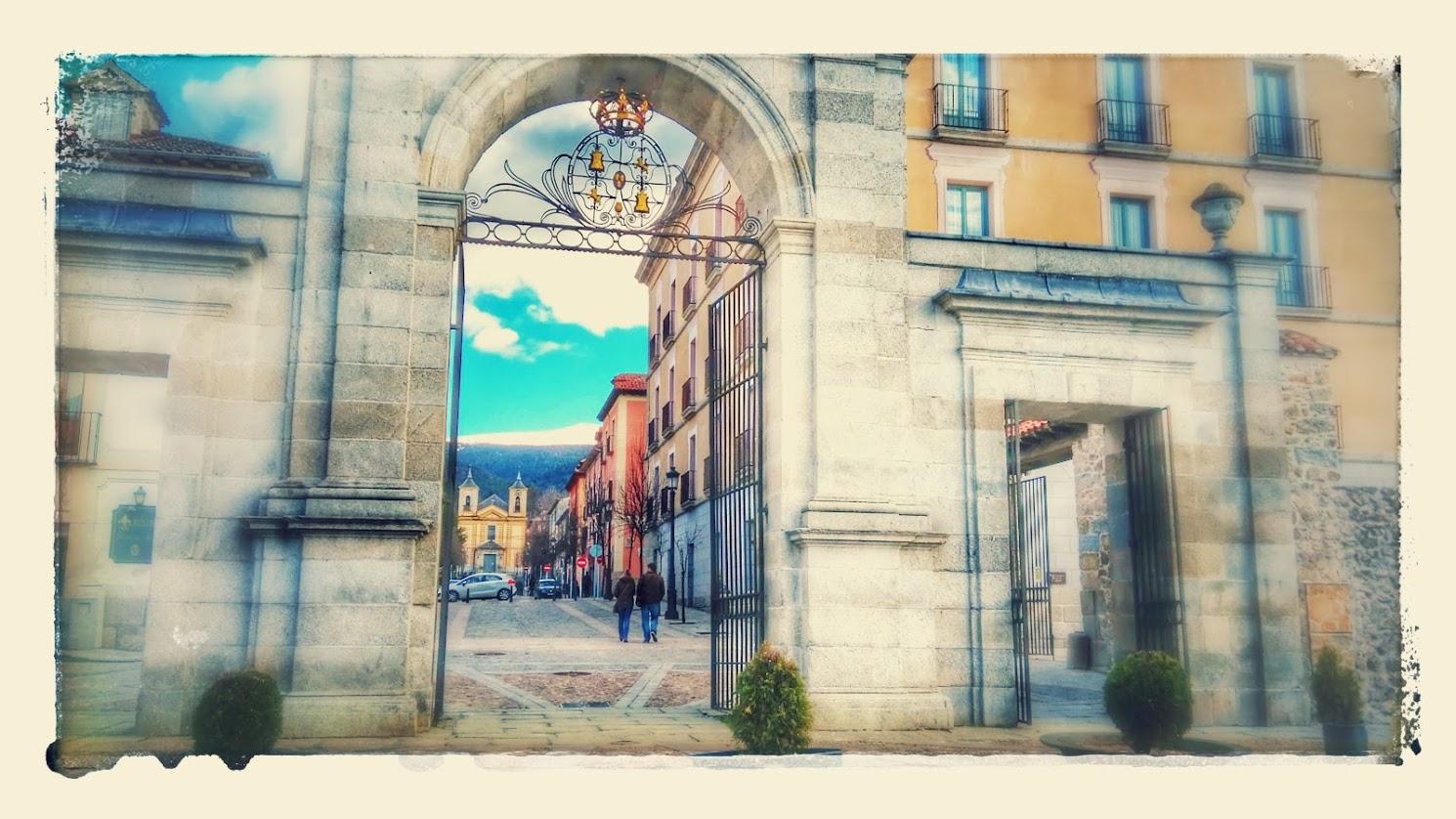 Puerta de acceso al Real Sitio de La Granja de San Ildefonso, en Segovia.