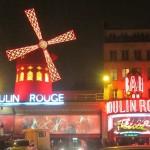 Fachada del Moulin Rouge en París.
